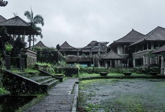По заброшенному курорту на Бали бродят призраки | Паранормальные новости