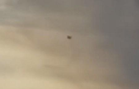 В небе над Соединенными Штатами Америки завис большой черный НЛО