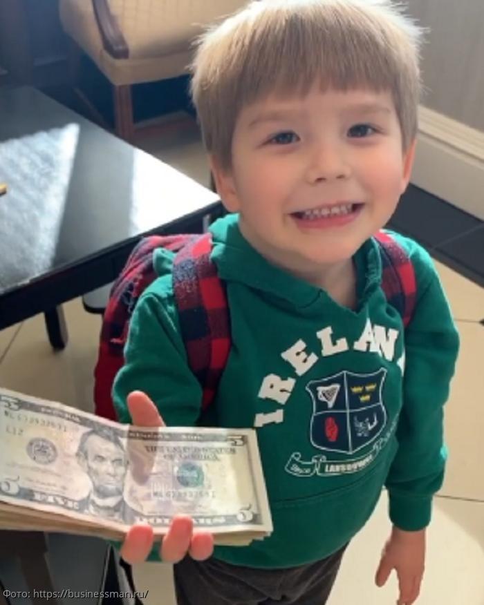 Четырехлетний бизнесмен сам зарабатывает себе на игрушки