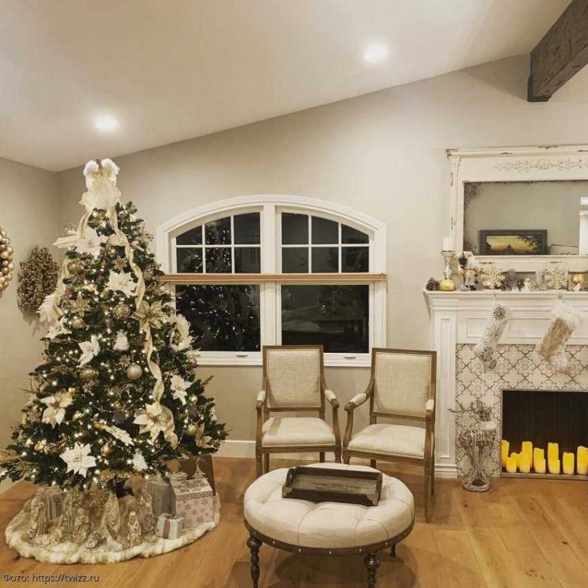 Американка не захотела расставаться с елкой и придумала, как сделать ее украшением на весь год