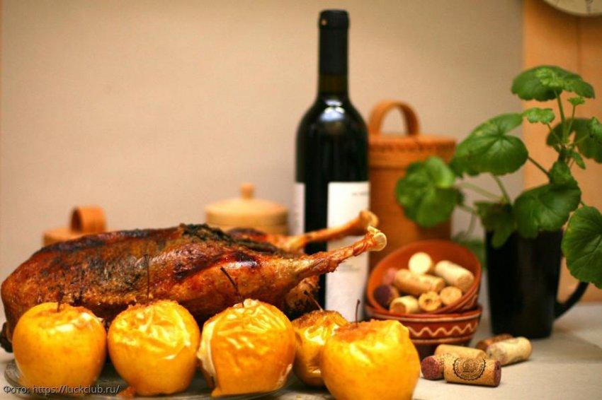Гусь в духовке: сочный, ароматный, с яблоками или черносливом