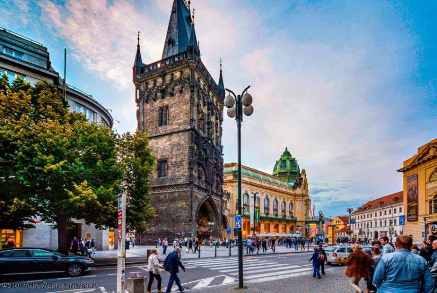 Пороховая башня, Прага – исторический памятник