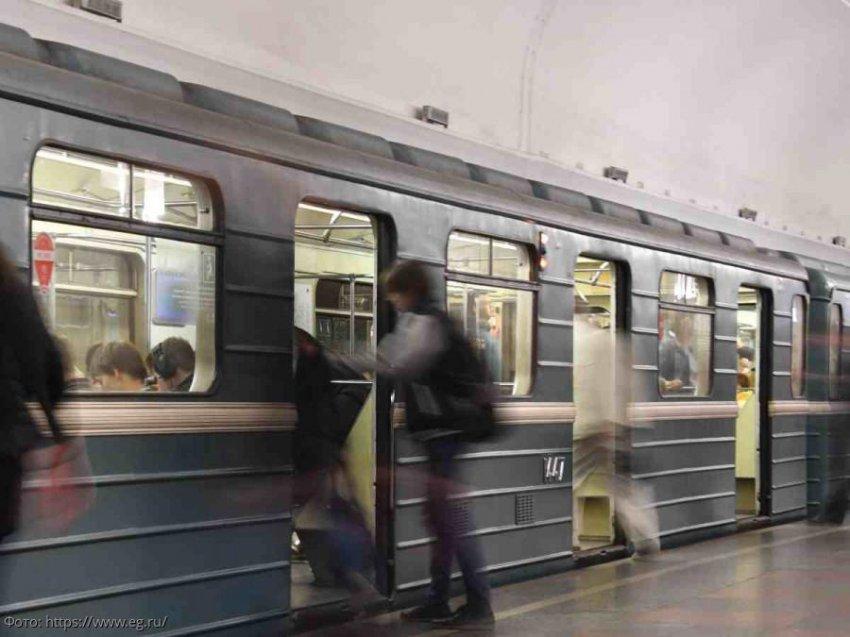 Социальный эксперимент: пранкер изобразил судороги из-за коронавируса в столичном метро
