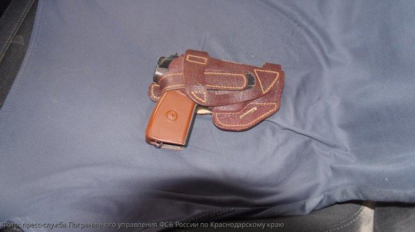 В автомобильном пункте пропуска «Адлер» обнаружен травматический пистолет