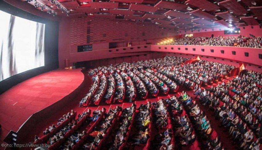 В Москве эвакуировали кинотеатр, где находились Пугачева, Лобода и Канделаки