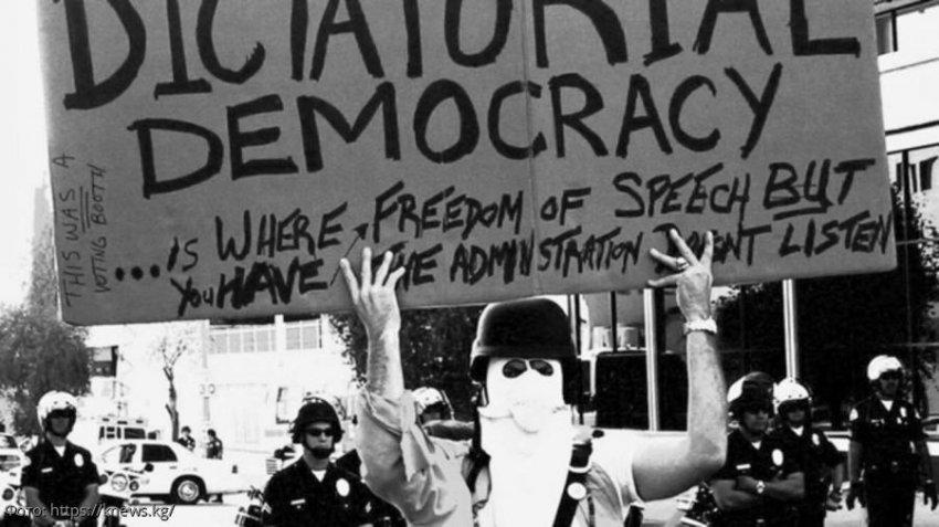 Где в мире люди недовольны демократией и почему