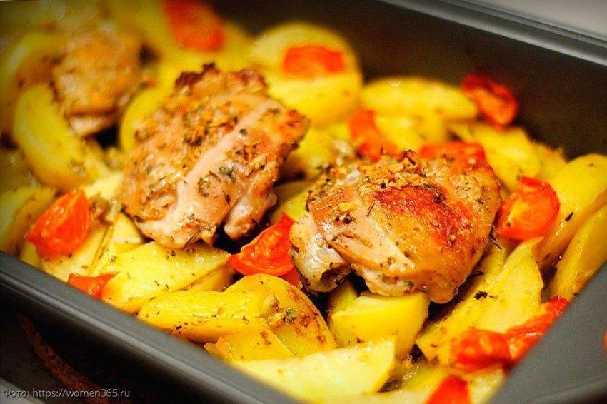 Курица с картошкой в духовке: просто, быстро и очень вкусно