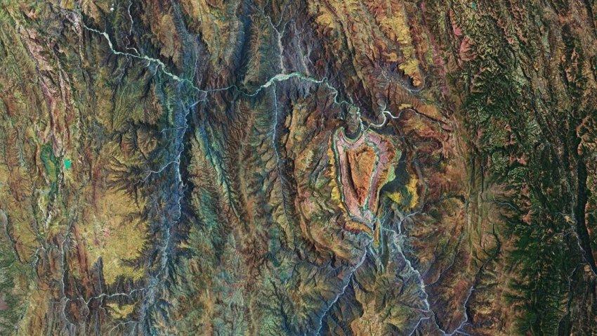 Обнаружена гора в форме сердца: опубликованы фото