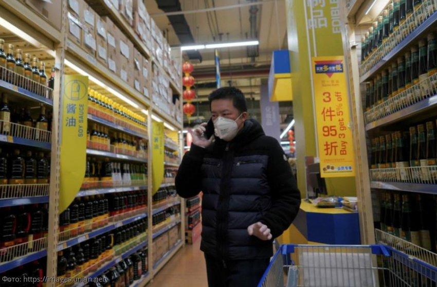 Презервативы, книги и видеоигры: что китайцы массово скупают из-за коронавируса