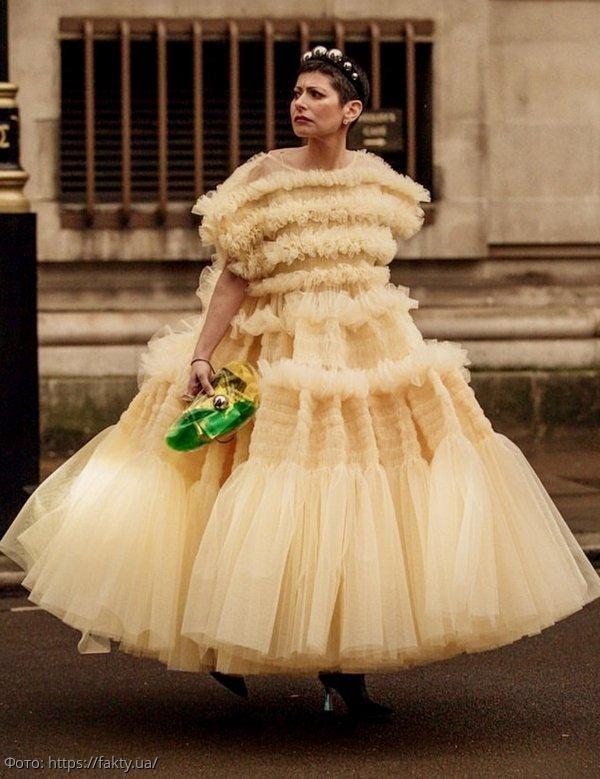 Женственность на пике: модные платья весны 2020