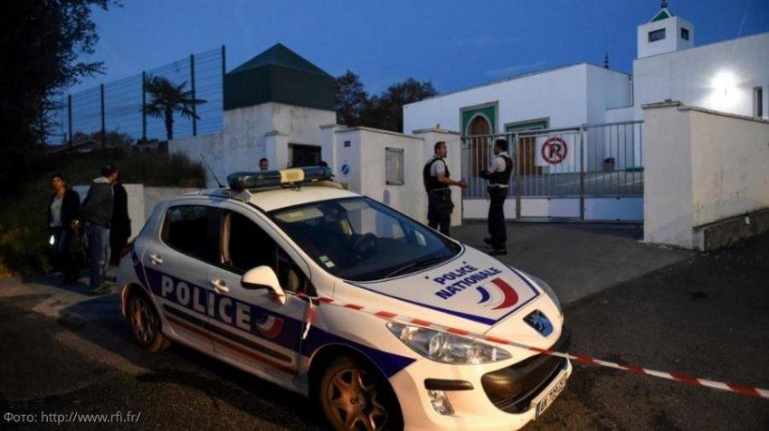 В Париже мужчина открыл стрельбу в одной из мечетей