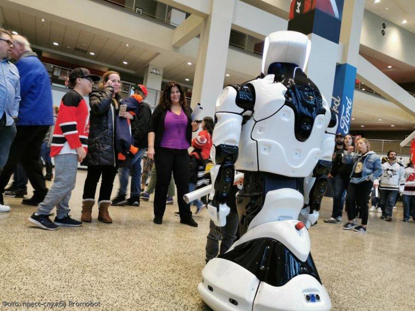 Впервые в истории НХЛ болельщиков на стадионе встретил робот — и он из России