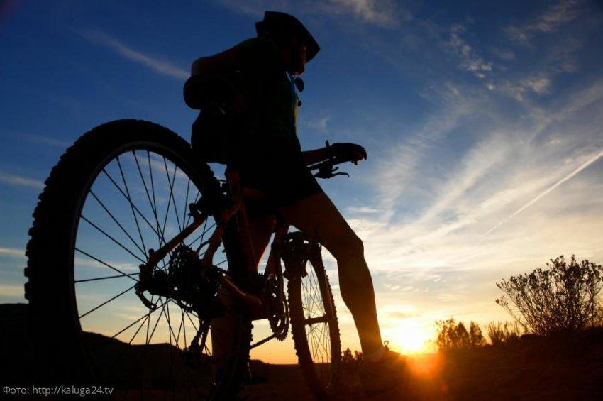Юноша проехал полмира на велосипеде, чтобы предложить девушке стать его женой