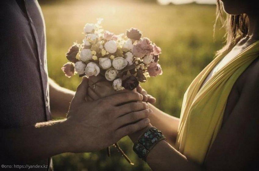 Три знака зодиака, которые встретят в апреле свою настоящую любовь