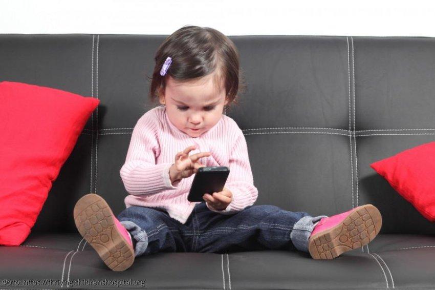 Дочка прочитала вслух сообщение в папином телефоне и разрушила семью