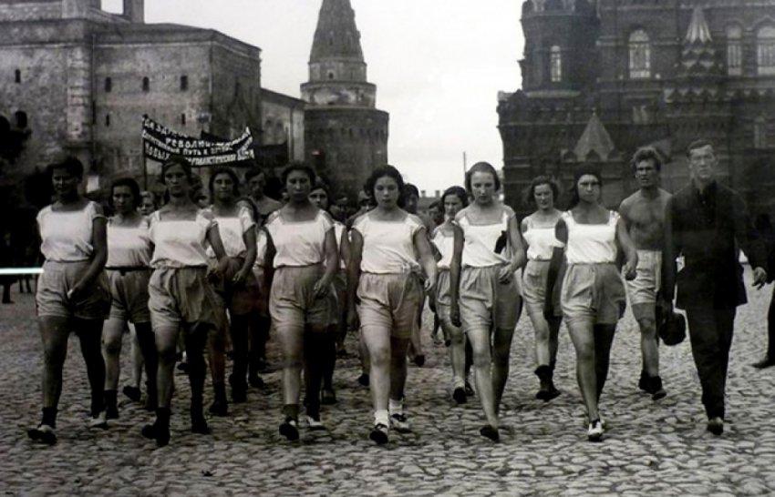 Запрещённые кружева: какое бельё носили советские женщины