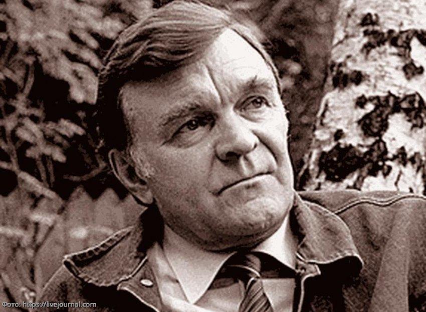 Умер писатель Юрий Бондарев, автор повести «Батальоны просят огня»