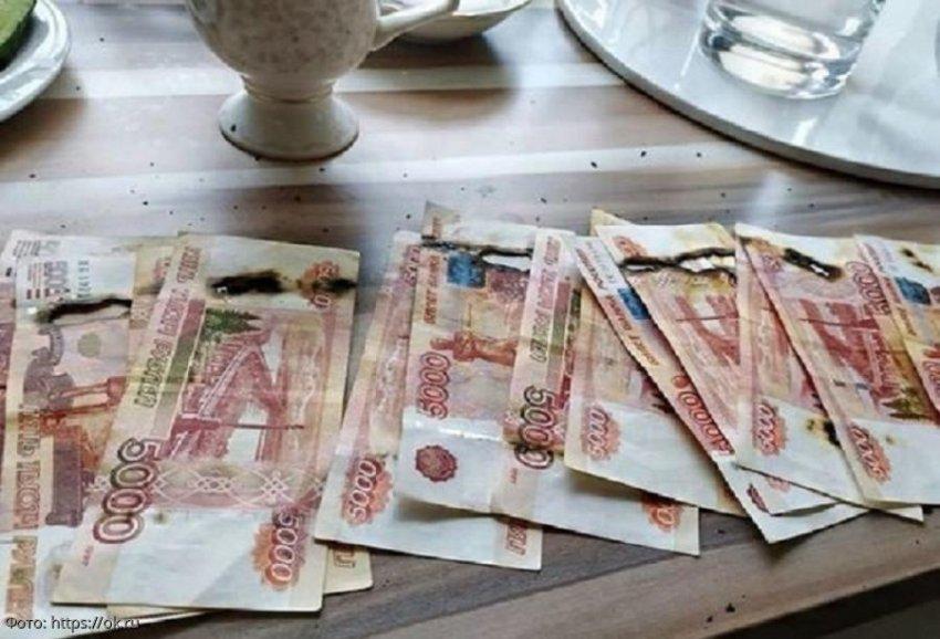 Москвичка сожгла 65 тысяч рублей, пытаясь продезинфицировать их в микроволновке