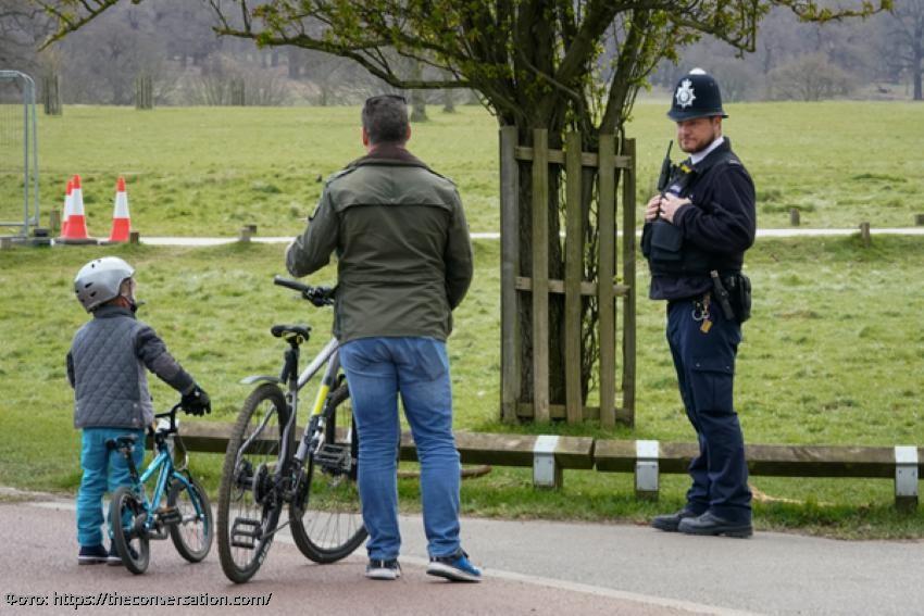 Коронавирус: дополнительные полномочия британской полиции рискуют подорвать общественное доверие