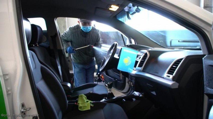 Названо самое безопасное место в такси во время коронавируса