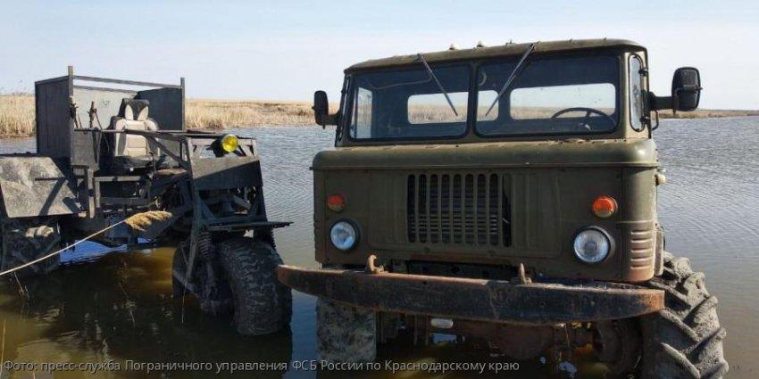 Сотрудники погрануправления ФСБ России по Краснодарскому краю изъяли 2 самодельных транспортных средства