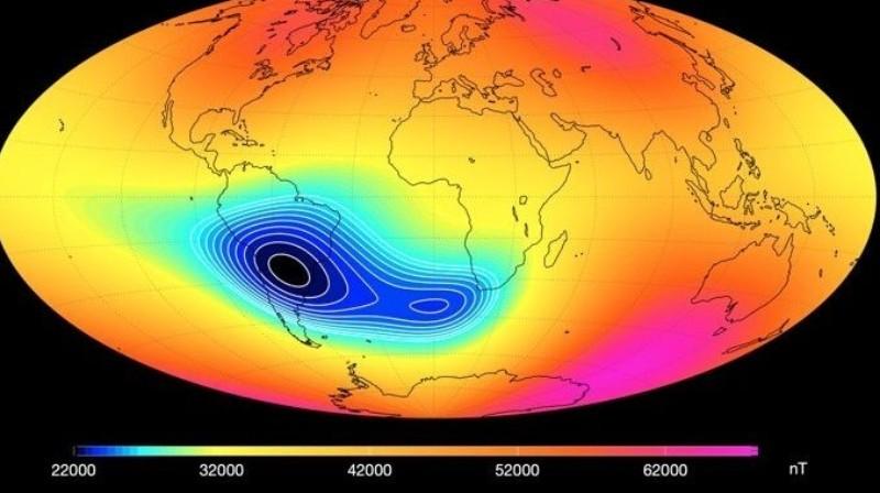 Аномалия, из-за которой ослабевает магнитное поле Земли, начала разделяться надвое