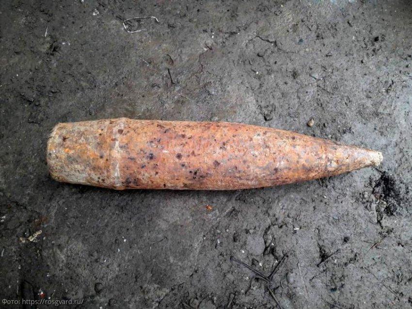 Сотрудники ПУ ФСБ России по Краснодарскому краю обнаружили 2 боеприпаса времен Великой Отечественной войны