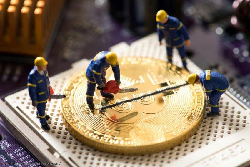 Вознаграждение для майнеров биткойна уменьшилось вдвое: что это такое и что это значит для криптовалюты
