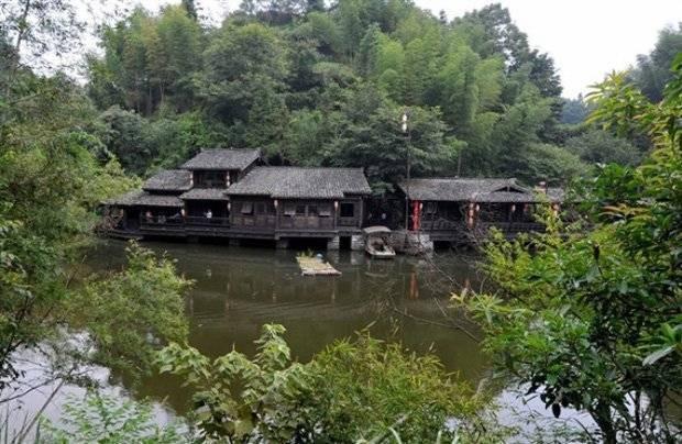 Загадка китайской деревни, где уже сто лет не видели ни одного комара