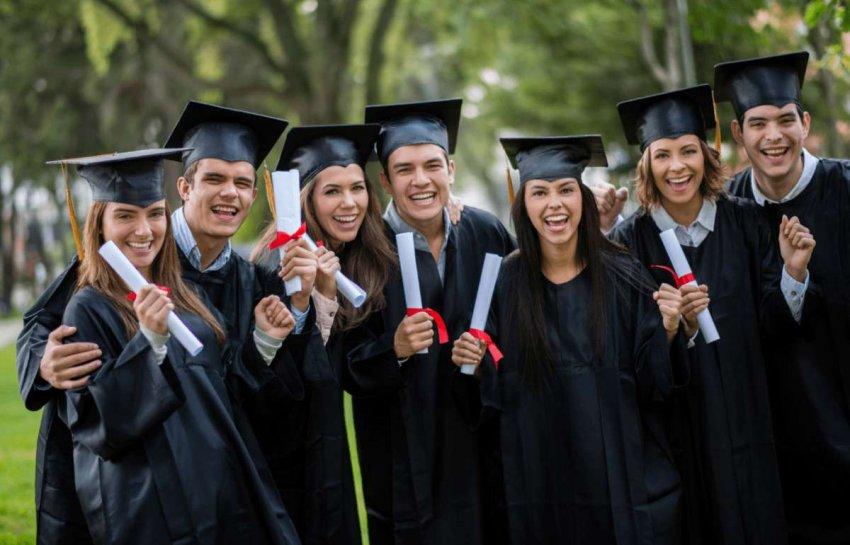 Достижение совершеннолетия в 2020 году: лето без экзаменов и школьных выпускных