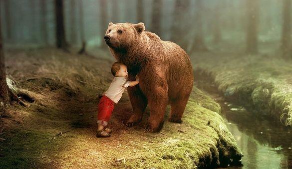 Маленький мальчик уже 2 года боится большого черного медведя, которого его мама не видит - Паранормальные новости
