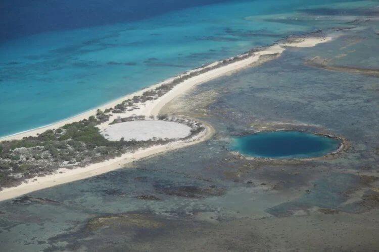ТОП-5 самых опасных островов Земли: болезни, змеи и аборигены с копьями