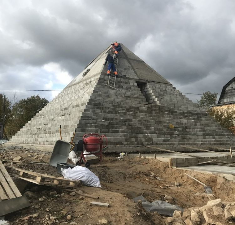 Зачем под Санкт-Петербургом построили копию пирамиды Хеопса - Паранормальные новости