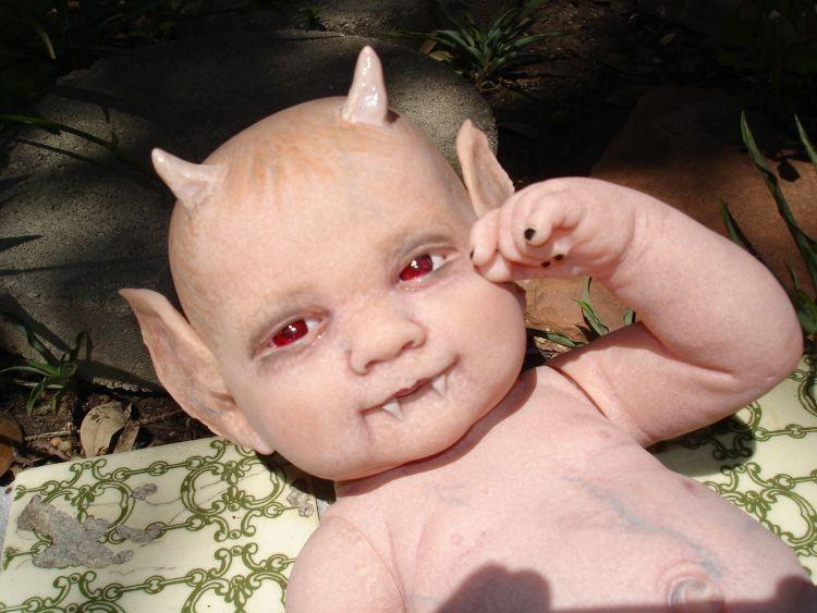 Легенда о ребенке-дьяволе, рожденном с копытами и рогами в Чикаго - Паранормальные новости