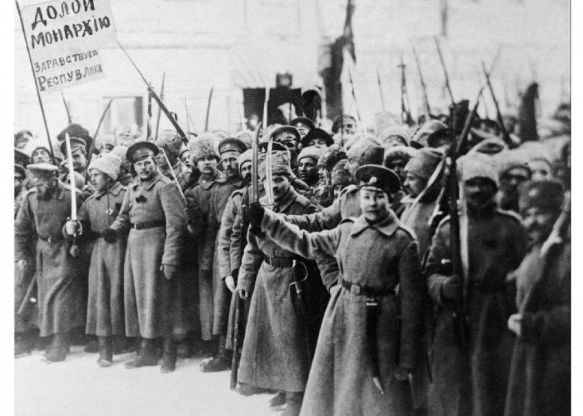 За Октябрьским переворотом стояли царские генералы