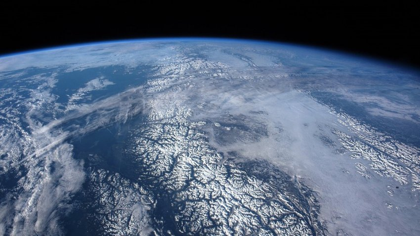 Экс-сотрудник NASA утверждает, что видел фотографии, на которых Земля плоская