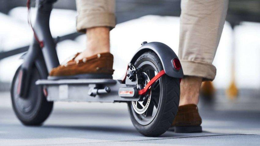 ТОП 10 лучших электросамокатов с надувными колёсами