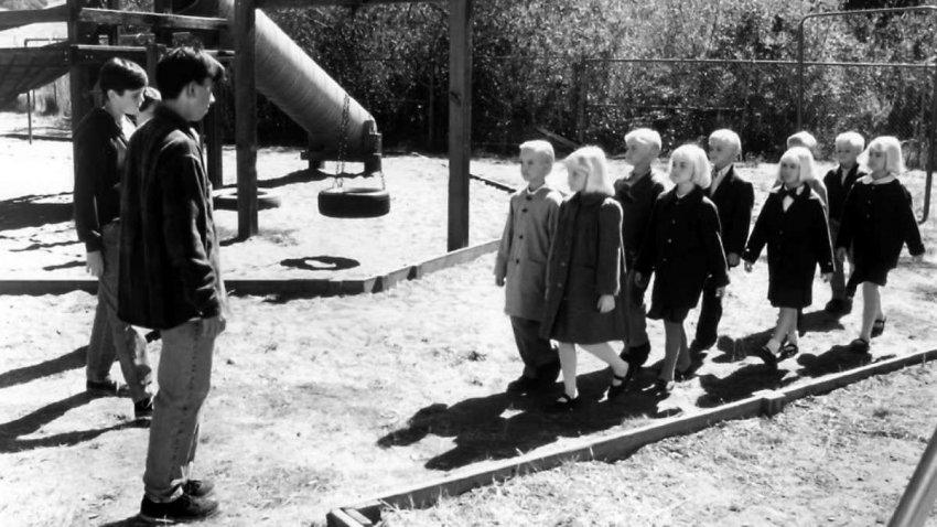 «Деревня Проклятых 3»: когда родители боятся своих изменчивых детей