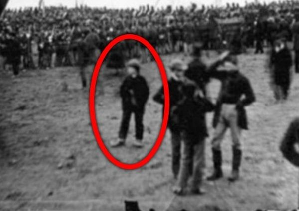 Юрист из Сиэтла уверяет, что побывал в прошлом и даже попал на старинное фото
