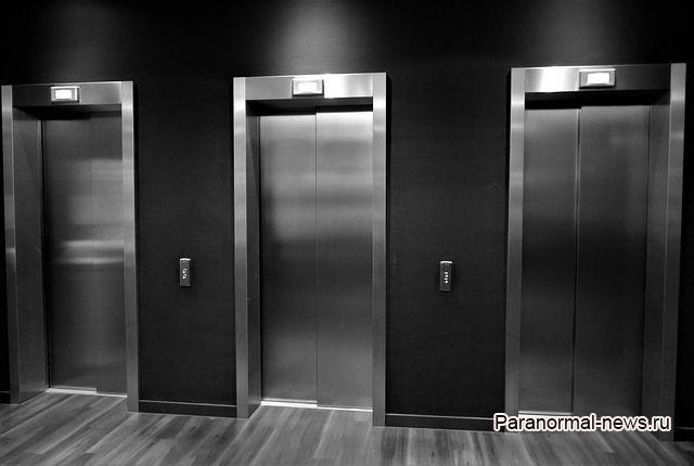 Ко мне в лифт зашел человек с черными глазами - свежая история очевидца