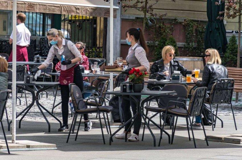 Отслеживание контактов: почему некоторые люди предоставляют ложные данные барам и ресторанам
