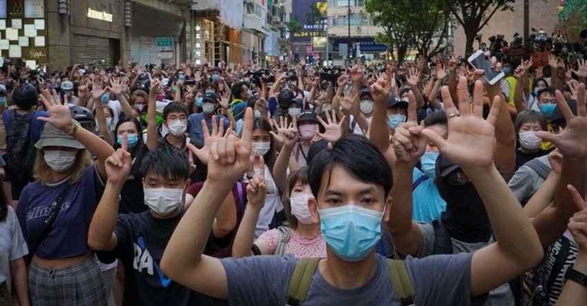 «Убить курицу, чтобы напугать обезьяну»: что арест Джимми Лая означает для независимых СМИ Гонконга