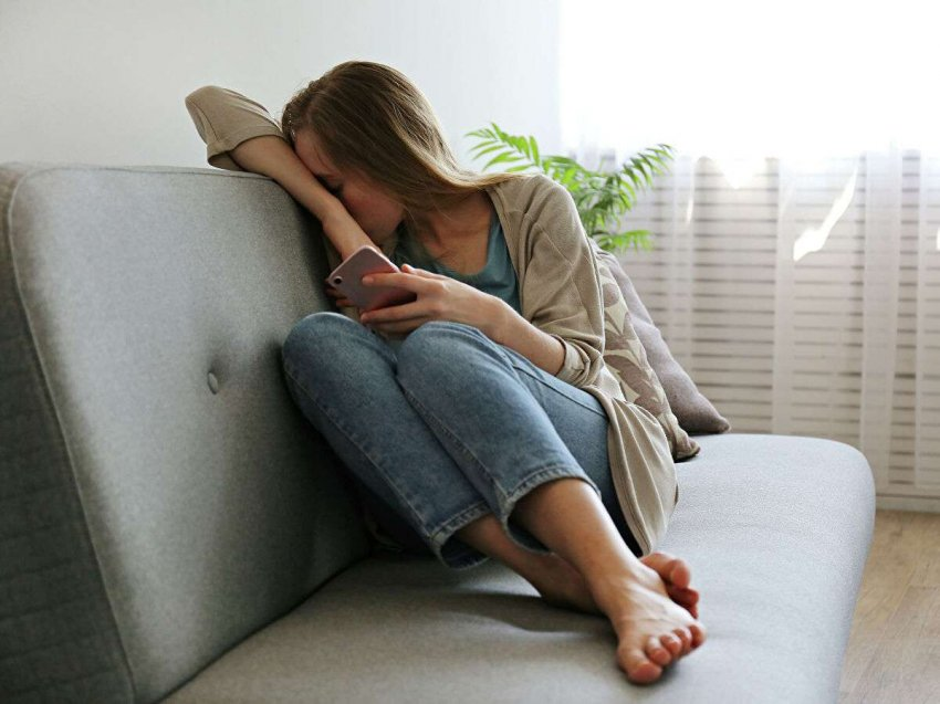На фоне пандемии коронавируса стремительно растет депрессия и тревожность среди молодых людей