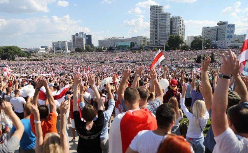 Белорусские протестующие: История символики
