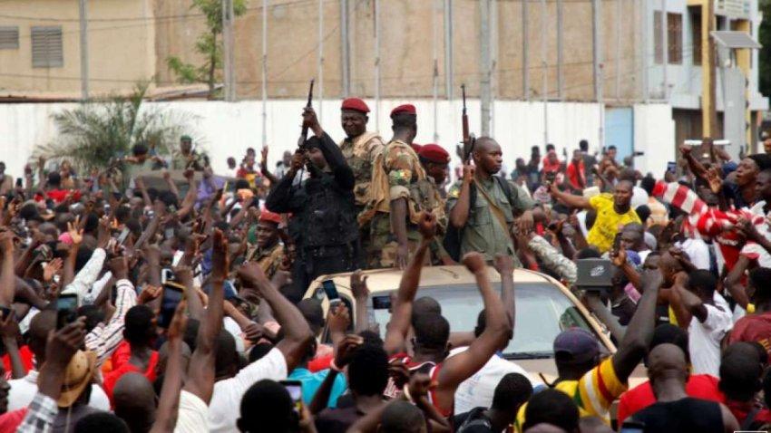 Предсказуемый переворот в Мали оставляет неясный путь к гражданскому правлению