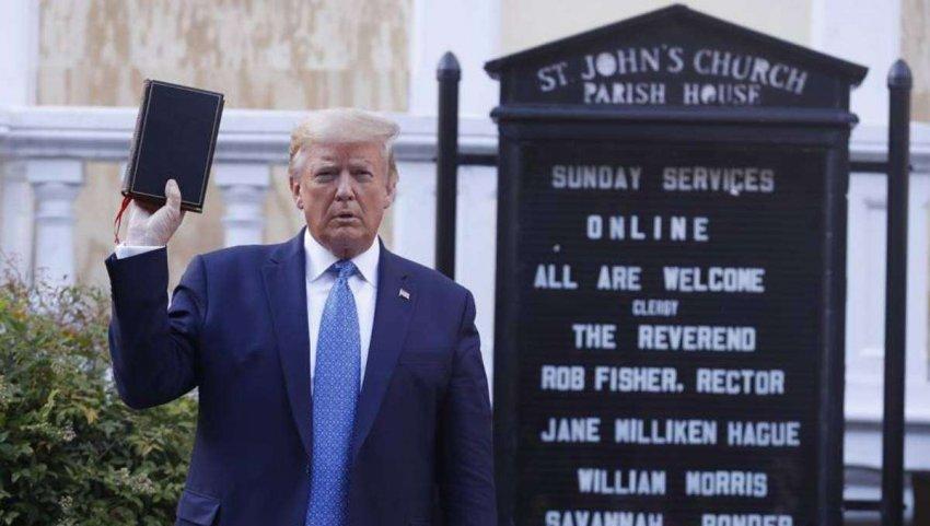 Почему Дональд Трамп до сих пор обращается к такому количеству евангелистов