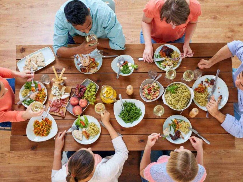Обратная диета: медленное увеличение калорий не помешает набрать вес, но может иметь другие преимущества