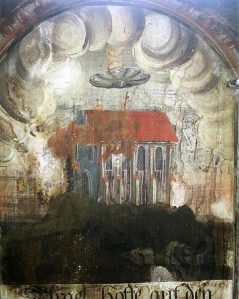 Обнаружена старинная фреска, на которой НЛО поджигает церковь
