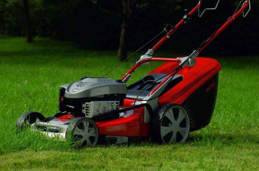 Обзор лучших газонокосилок с асинхронным двигателем