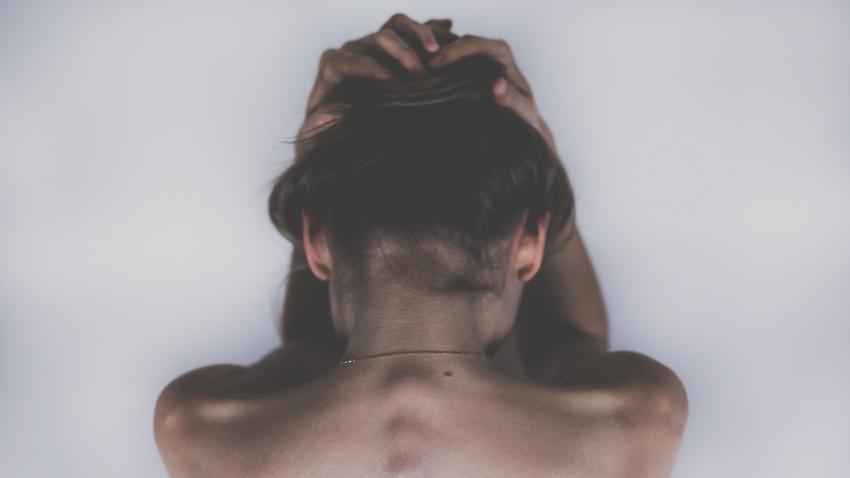 Медики рассказали, какие боли могут говорить о недостатке витамина В12